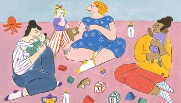 Ilustracija majki koje sjede na podu s djecom okružene igračkama u živim bojama.