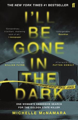 Naslovnica knjige I'll Be Gone in the Dark, kuća pred kojom je žuta policijska traka i naslov knjige u žutoj boji